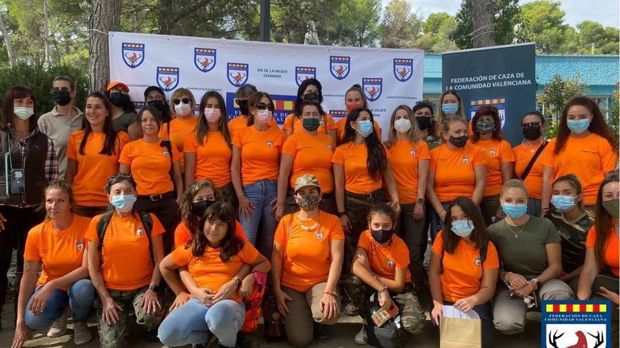 El III Día de la Mujer Cazadora reúne a sesenta mujeres aficionadas a la caza