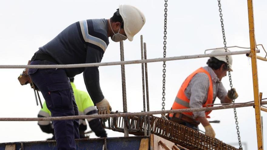 Las empresas valencianas gastan 730 euros menos por trabajador por la covid