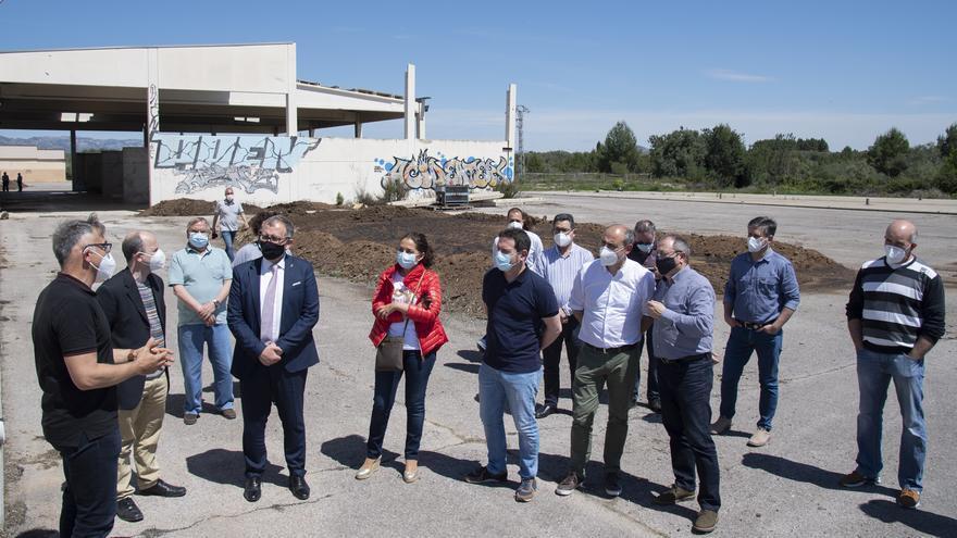 Retiran la placa de Carlos Fabra y José Luis Olivas en la planta de purines de Sant Mateu