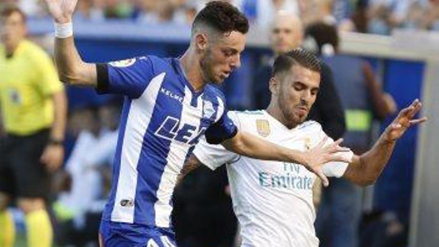 Dani Ceballos rescata el Madrid al camp de l'Alabès