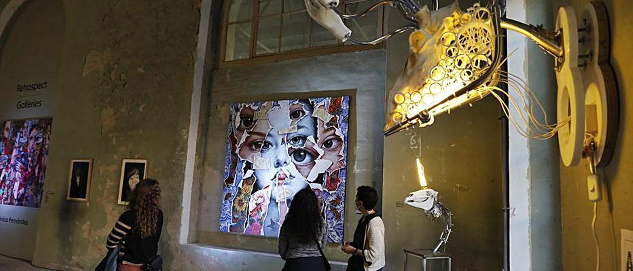 Una de las exposiciones en la Fábrica de Armas de La Vega.   L. Murias