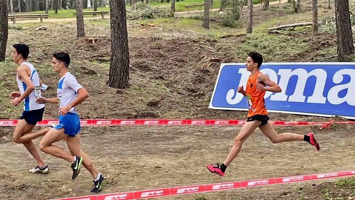 David Cantero, a la derecha de la imagen, durante la prueba de ayer. | INFORMACIÓN