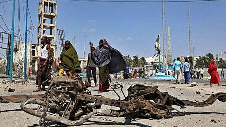 Tretze morts i disset ferits per dos cotxes bomba a Somàlia