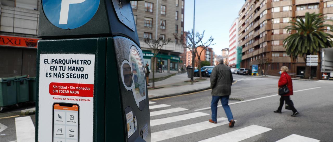 Un parquímetro de la zona azul de la calle La Cámara.