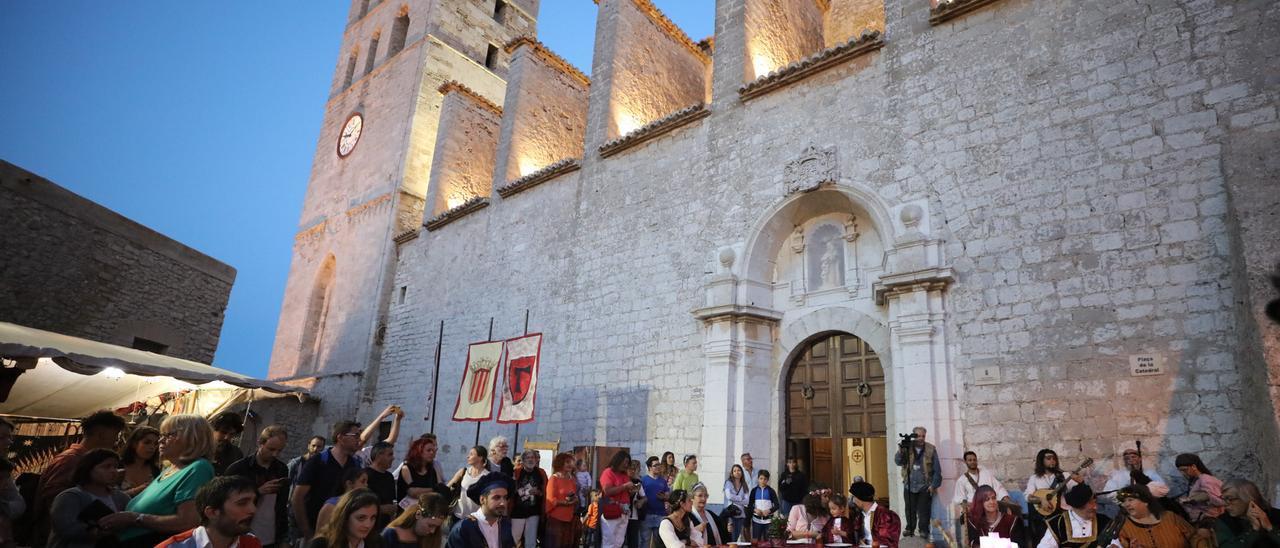 Ibiza se viste de medieval en mayo para conmemorar  la declaración de Ibiza como Patrimonio de la Humanidad.
