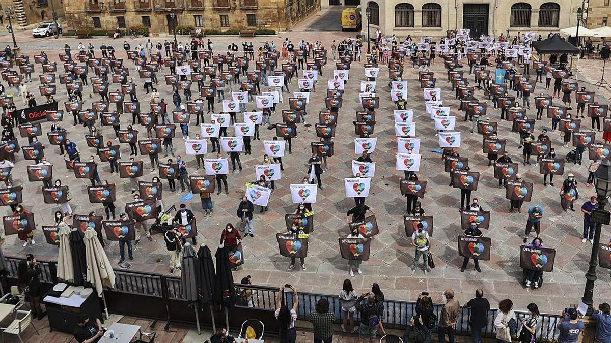 Cientos de personas reclaman en Oviedo la oficialidad del asturiano    IRMA COLLÍN