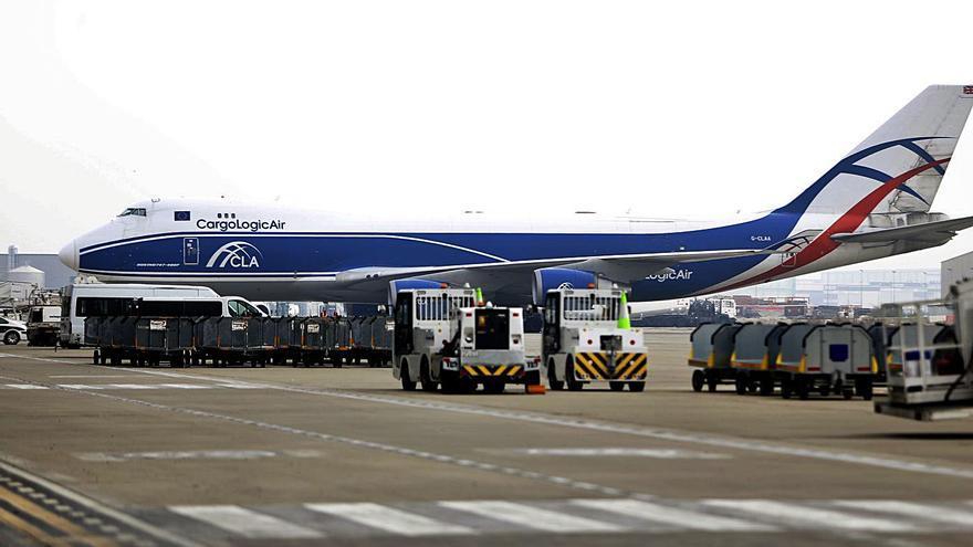 Zaragoza encara un nuevo récord en carga aérea y amplía distancias con El Prat