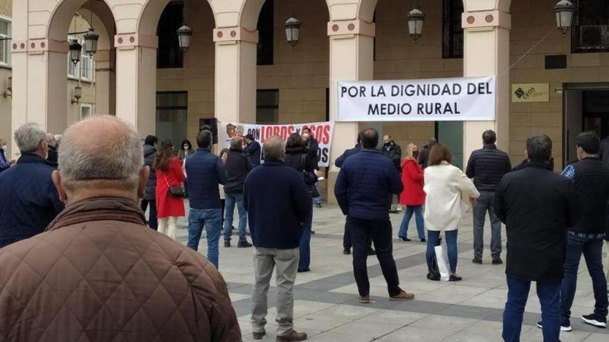 Un centenar de ganaderos se suman en Huesca a la concentración contra el decreto de la PAC