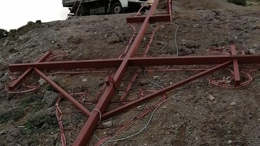 Acto vandálico: derriban la Cruz de Santiago en la Montaña de Gáldar