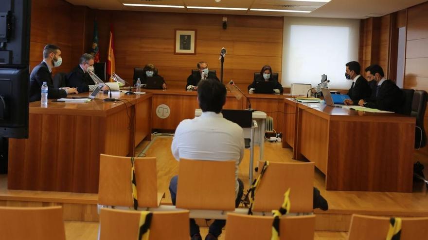 """Un menor de Castellón relata un encuentro sexual a los 12 años con un adulto y el acusado dice que todo fue un """"juego"""" por internet"""