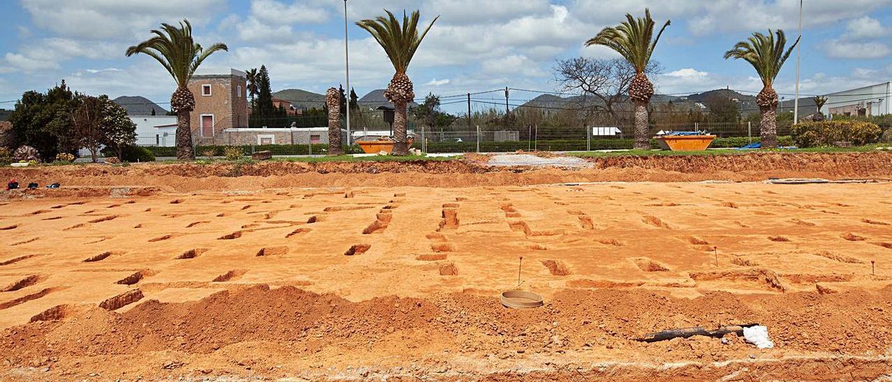 Nuevos restos arqueológicos en el aeropuerto | VICENT MARÍ