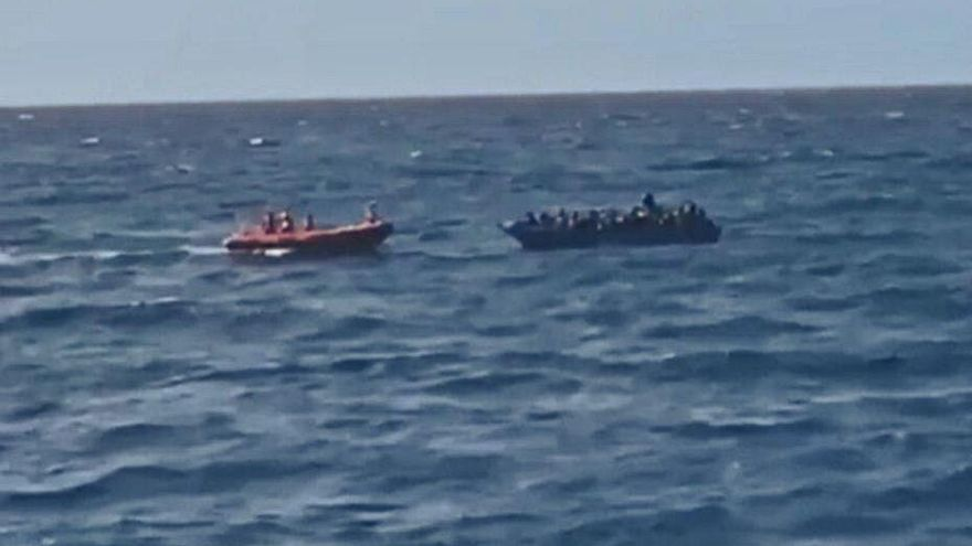 Open Arms rescata un centenar de persones que viatjaven a la deriva