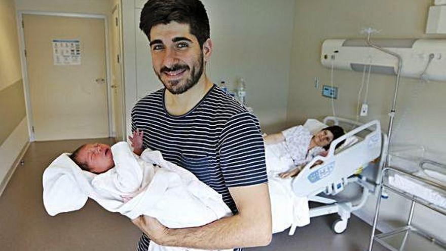 Los primeros padres con dos meses de baja