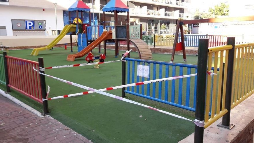 Málaga precinta los juegos infantiles y adelanta el cierre de los museos