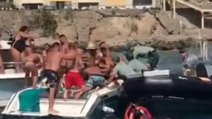 Multitudinaria pelea en una embarcación de fiesta en Patalavaca