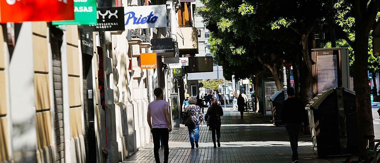 Los comercios y los bares han sido los más perjudicados por el cierre. | LEVANTE-EMV