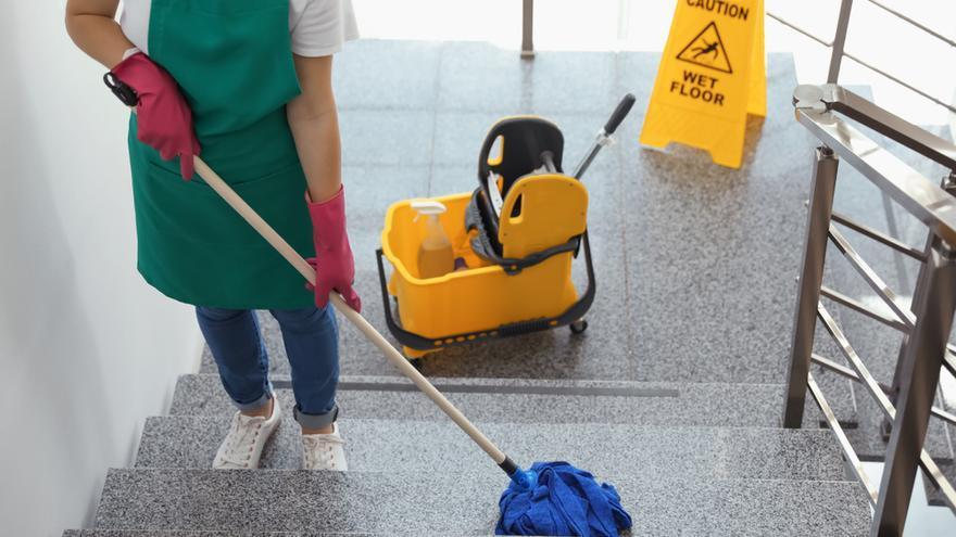 Las mujeres protagonizan el 75,6% de los anuncios de productos de limpieza