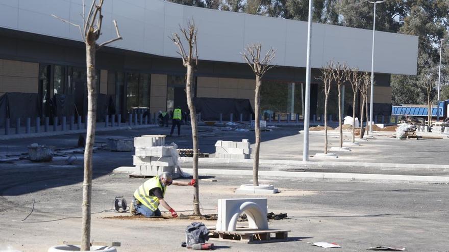 El parque comercial de la carretera de Palma entra en su recta final y abrirá este verano
