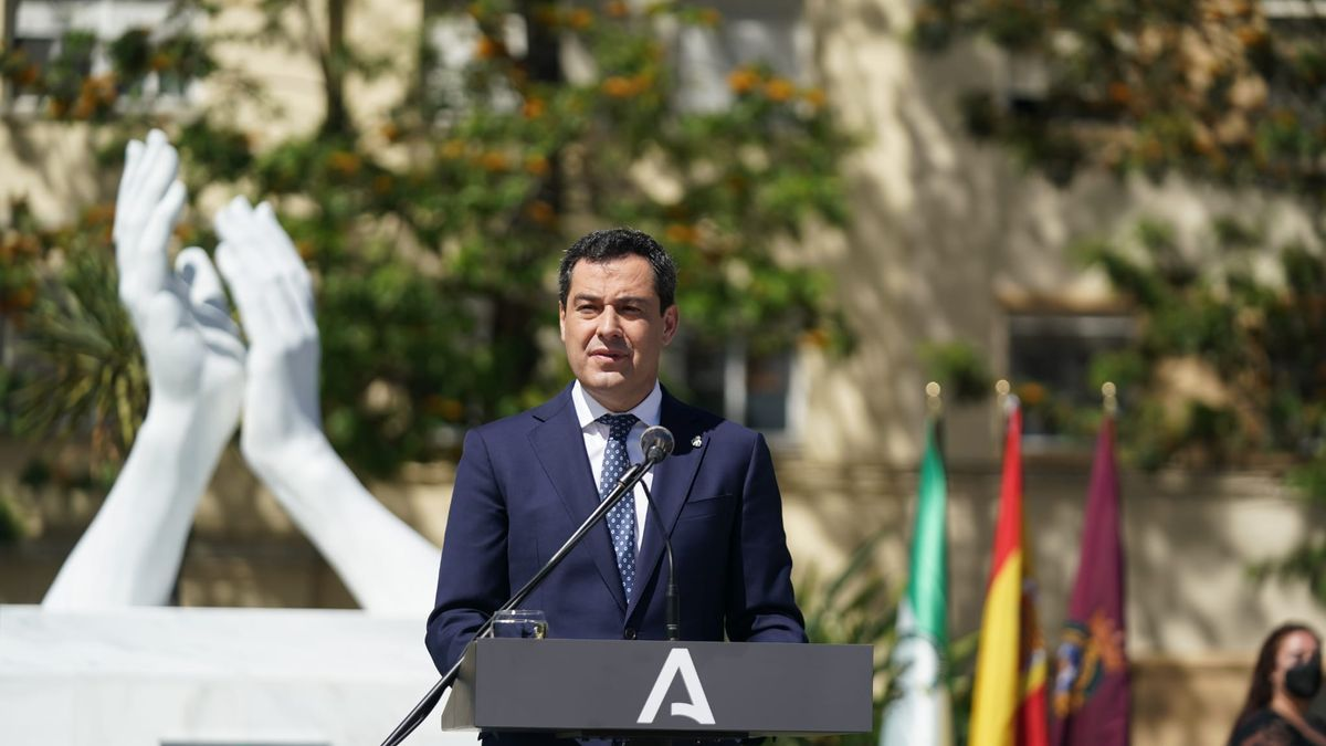 Juanma Moreno, este lunes, en Cádiz.