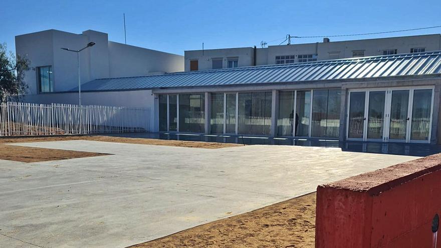 La Font vuelve a firmar la compra del solar del Centro de Dia para legalizarlo