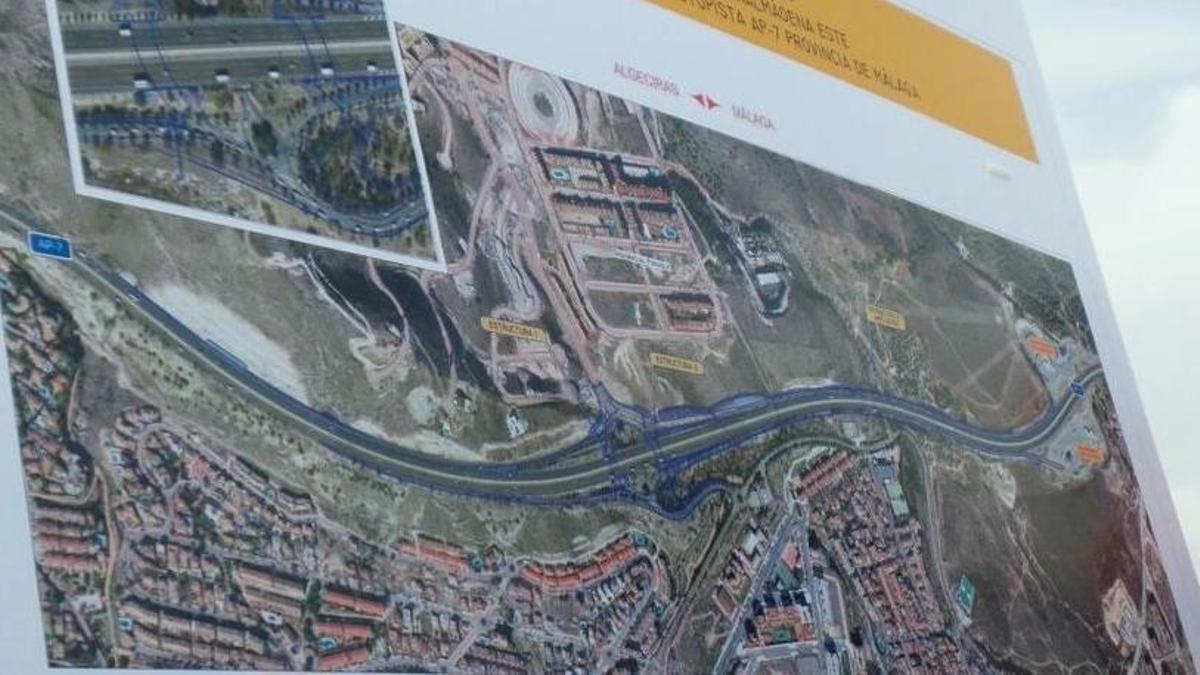 Panel de las obras de enlace de la A-7 en Benalmádena
