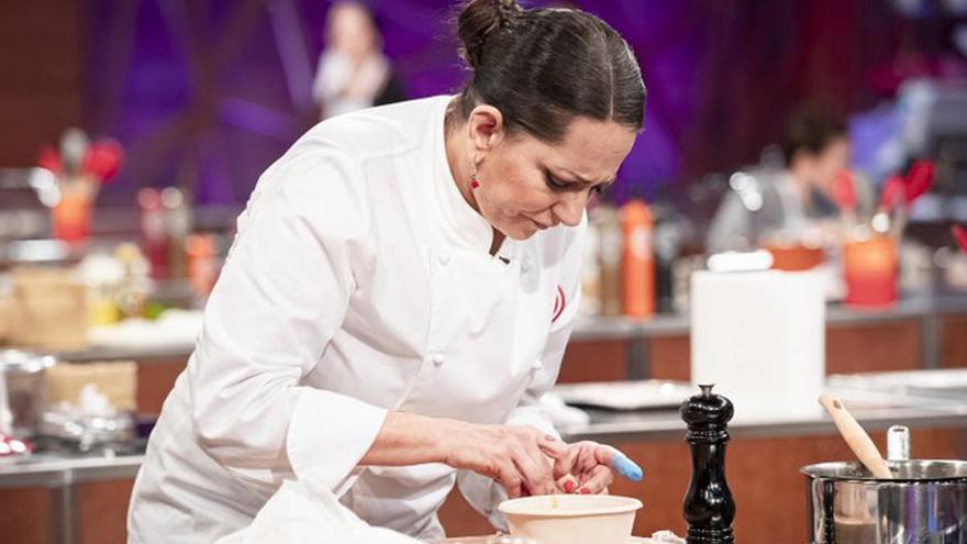 Yolanda Ramos se corta dos dedos en su regreso a 'Masterchef'