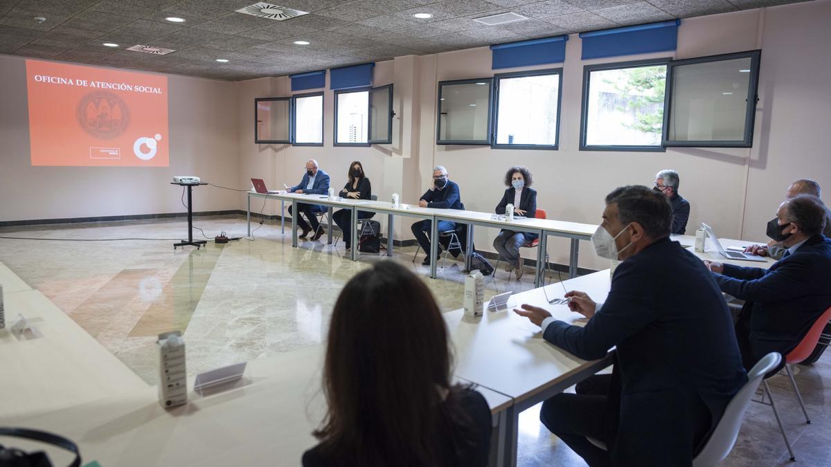 Inauguración esta mañana de la nueva oficina de la UMU en el Centro Social del campus de Espinardo