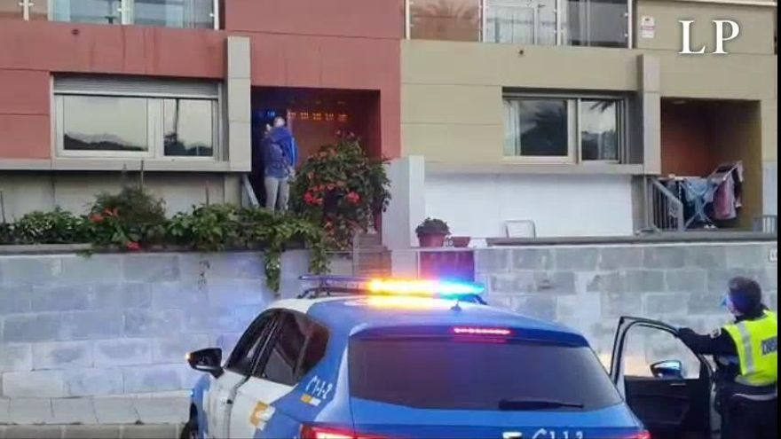 La Policía Local felicita a un niño por su cumpleaños en medio de la cuarentena