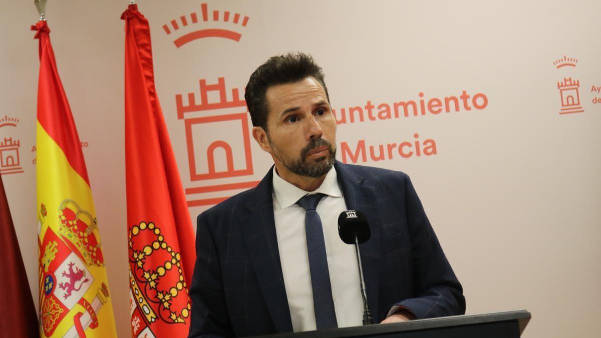 Mario Gómez explica el plan para reactivar la economía local.