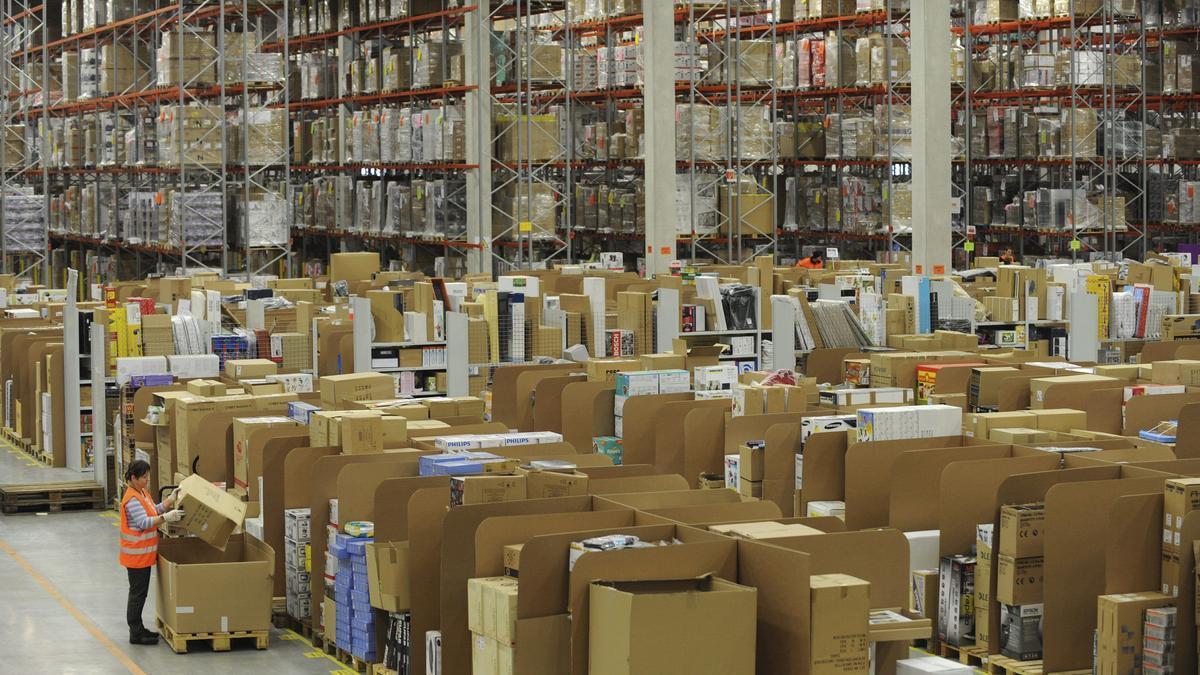 La futura planta de Amazon en Onda gestionará paquetería de gran volumen y precisará operarios de almacén.