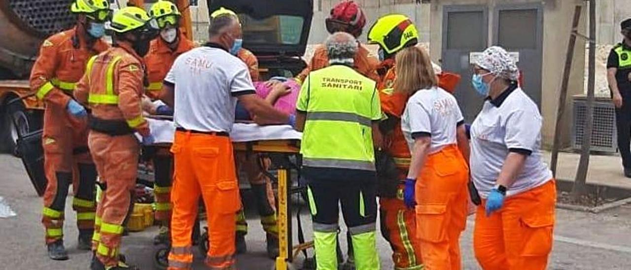 Rescate de la mujer atrapada en el vehículo | CONSORCI PROVINCIAL DE BOMBERS