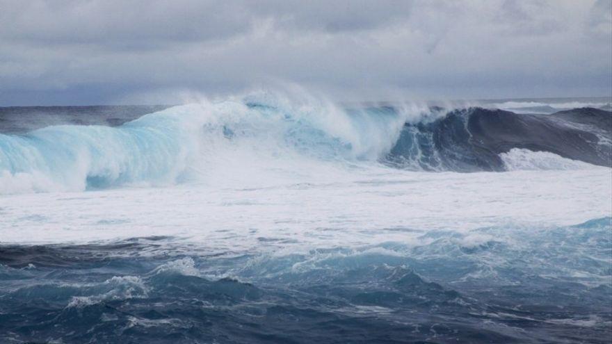 Se amplía a toda Canarias la alerta por fuerte oleaje y viento