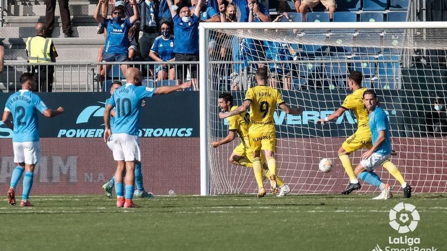 El Oviedo reacciona en la segunda parte y saca un punto en Ibiza