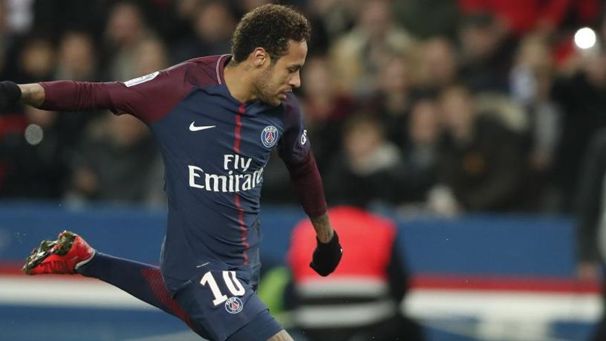 Emery aprova la vida nocturna de Neymar: «fora del futbol, pot passar-ho bé»
