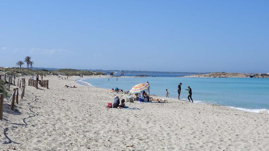 Las playas de Ibiza y Formentera pueden retroceder entre siete y 50 metros al final del siglo según un estudio