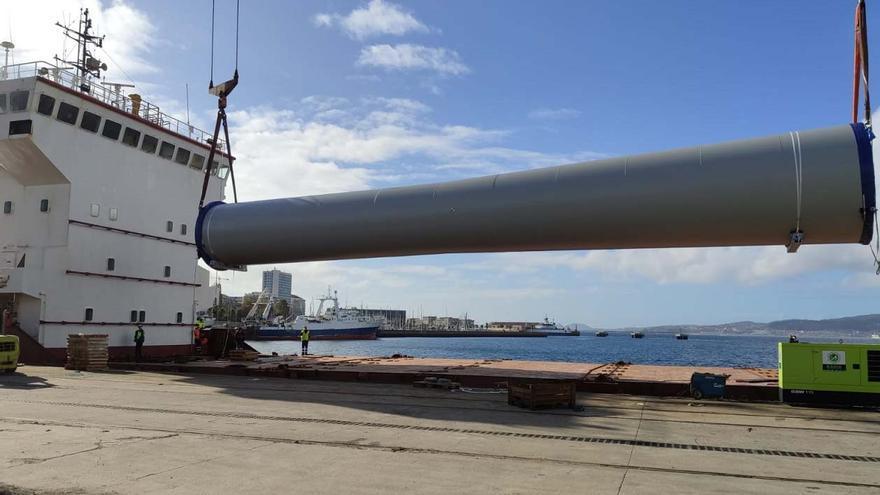 Varios embarques de componentes eólicos reactivan este tráfico en el Puerto de Vigo