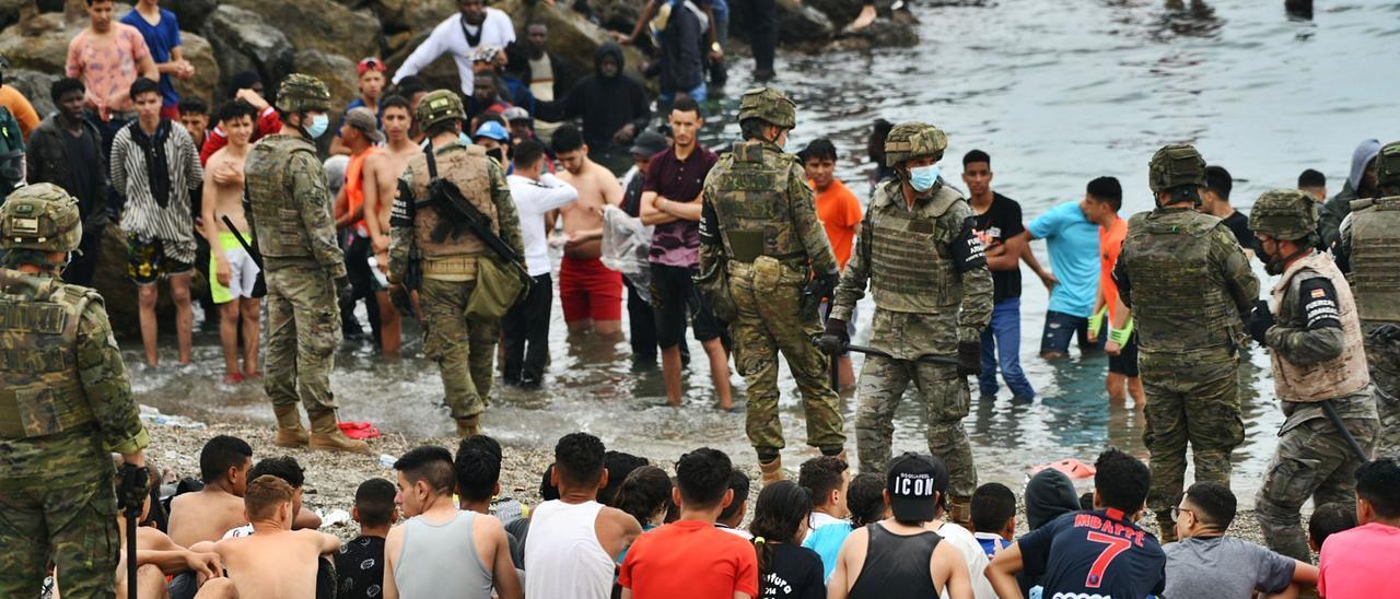 La situación en Ceuta está fuera de control por la llegada masiva de inmigrantes.