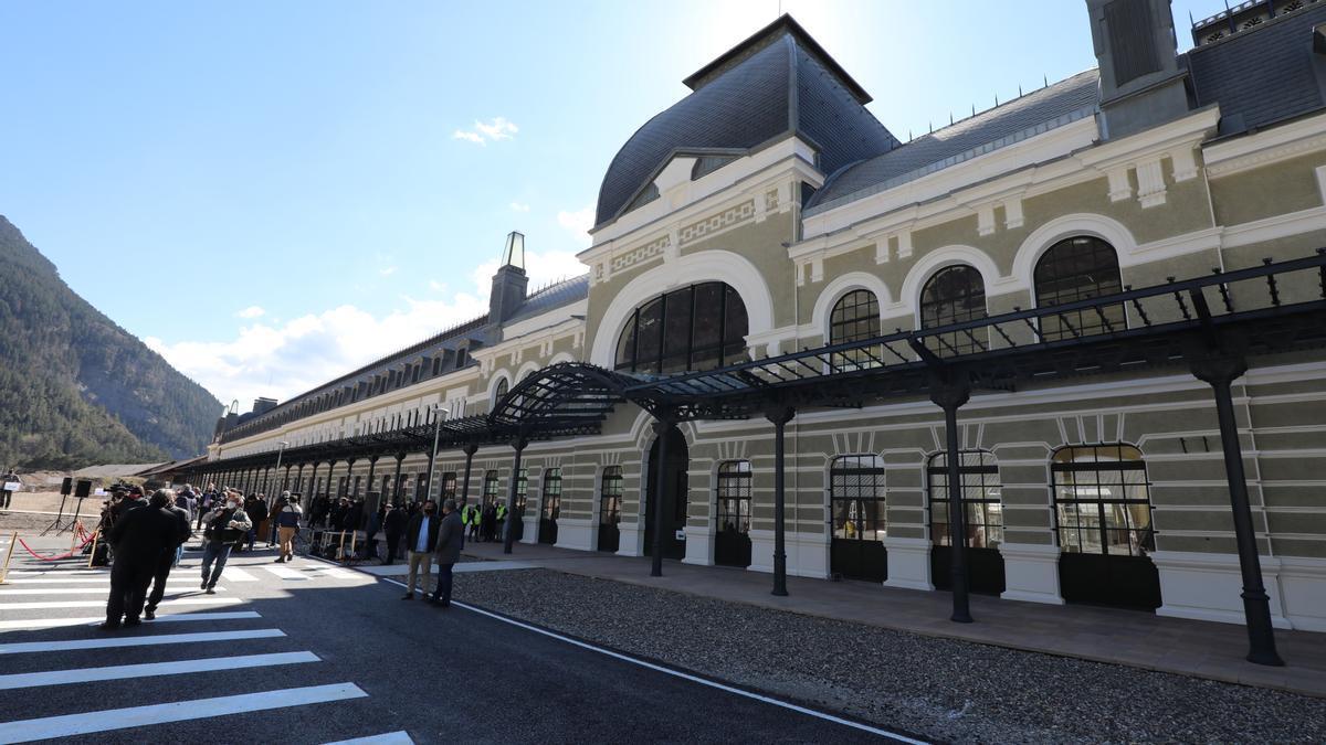 Fachada de la estación internacional de Canfranc.