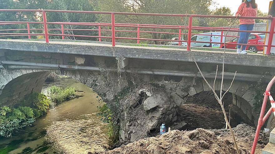 El puente románico de Mañufe se cae