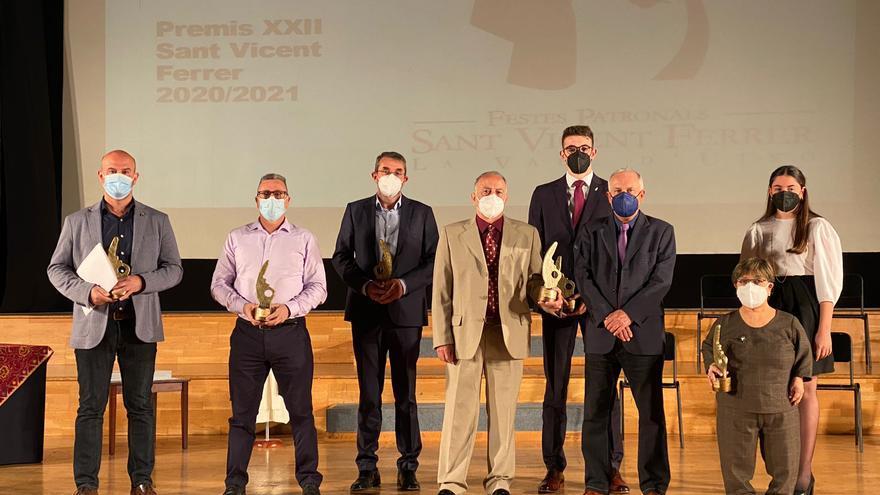 La Vall concede un 'Vicentet' excepcional humanitario para quienes han ayudado durante la pandemia