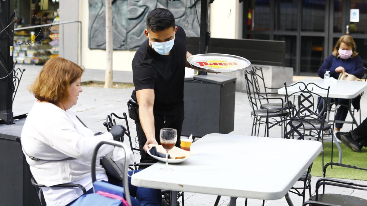 La hostelería ha acusado más el descenso de demanda de personal extra.