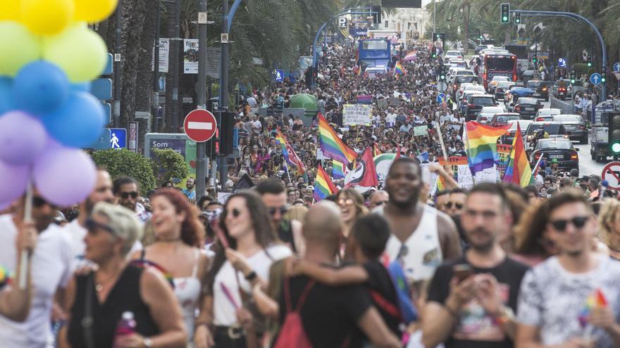La manifestación del Orgullo será virtual este año y Diversitat llama a colgar símbolos en los balcones