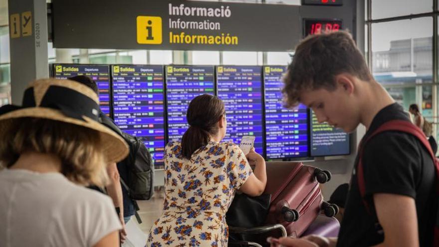 L'aeroport del Prat viu amb normalitat la tercera jornada de vaga dels treballadors de terra d'Iberia