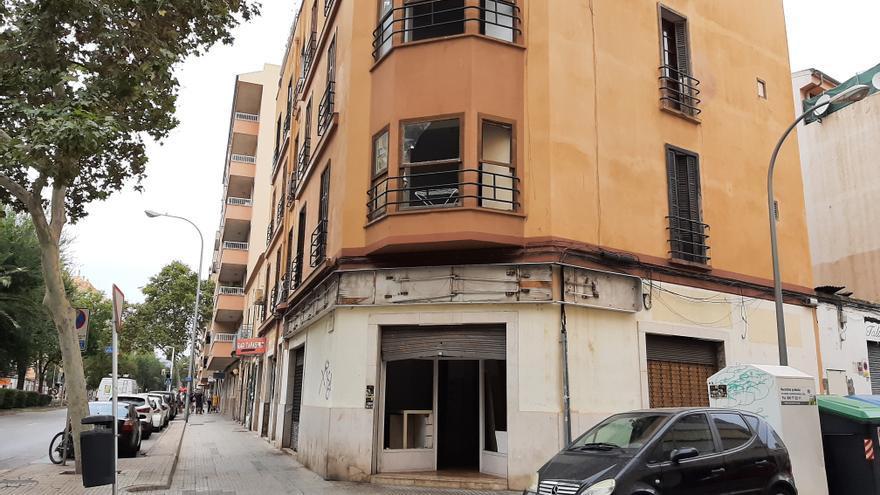 Vecinos denuncian que el edificio precintado en la calle Manacor de Palma vuelve a estar okupado