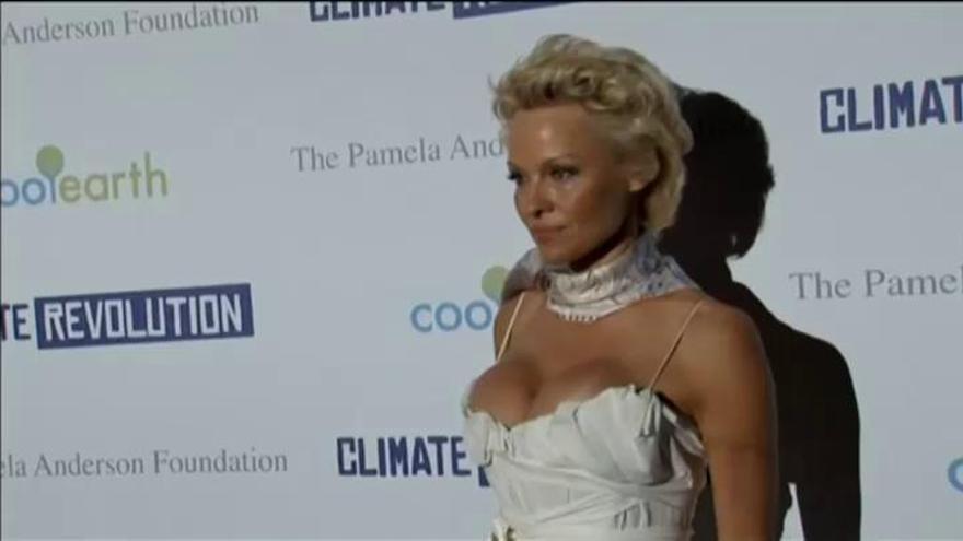 Pamela Anderson y su extraña relación con Julian Assange