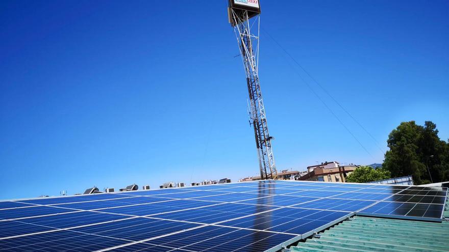 Autocar y Pidetaxi cubren su sede de paneles solares para producir su propia energía