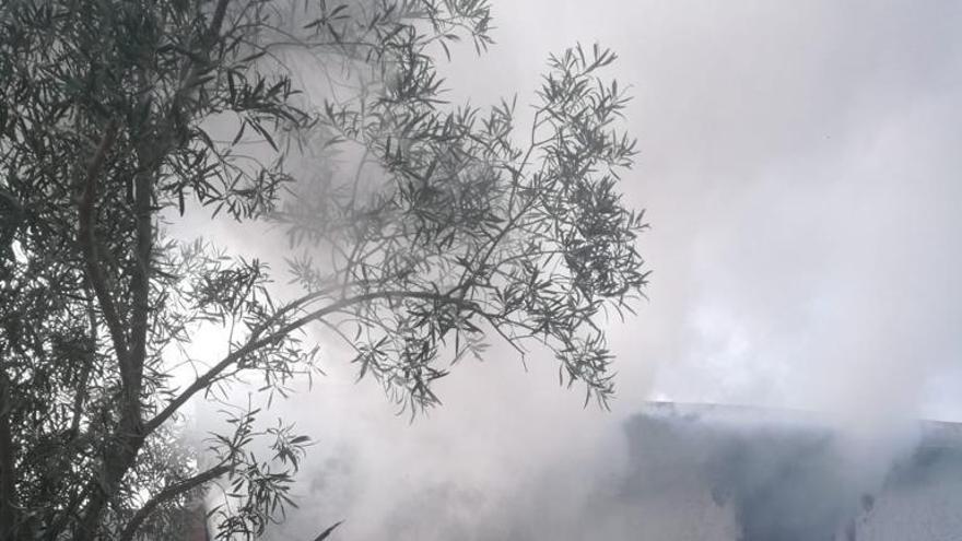 Incendio en una casa abandonada en San Vicente del Raspeig