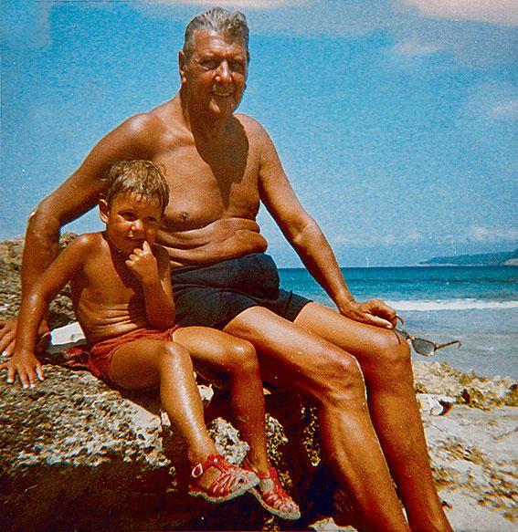 Skorzeny zusammen mit seinem Enkel in Alcúdia.