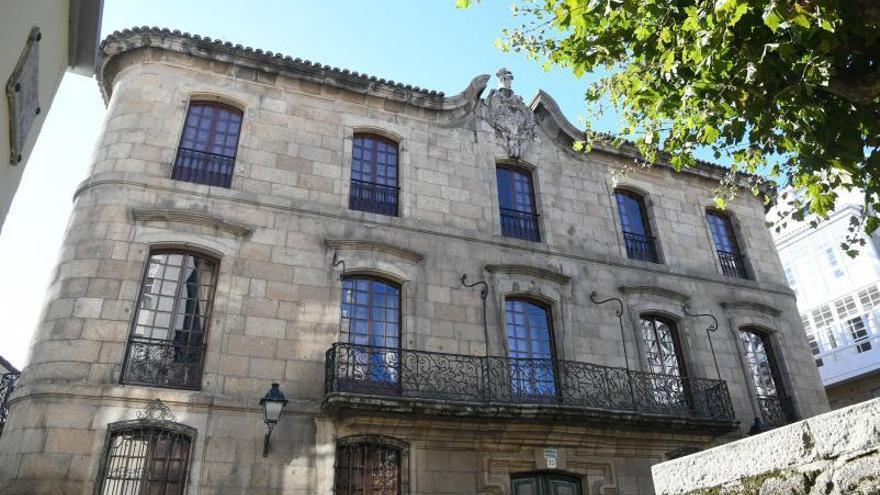 La casa Cornide formará un conjunto protegido junto a la Colegiata y el cruceiro de su atrio