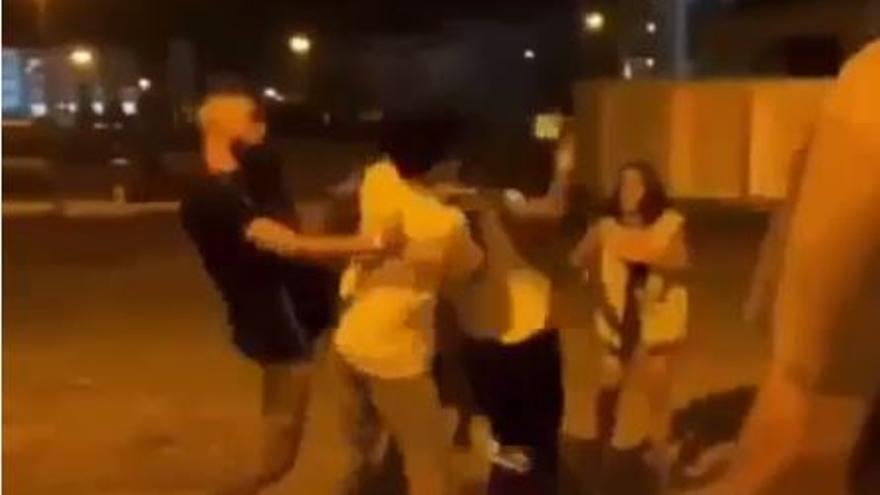 Un joven queda inconsciente tras recibir una pedrada en la cabeza durante una pelea